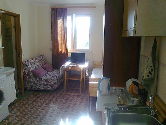 Сочи,центр.р-он,в частном доме сдаётся комната на 3-4 человека,отдельный вход.