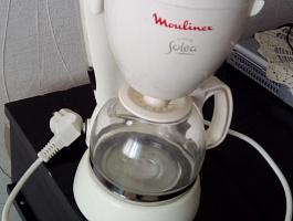 Продается электрическая кофеварка
