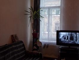 Продаётся комната в 5-ти комнатной квартире в центре города