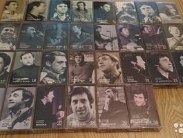 Продам аудиокассеты с песнями Высоцкого с аудиоплеером для их прослушивания.